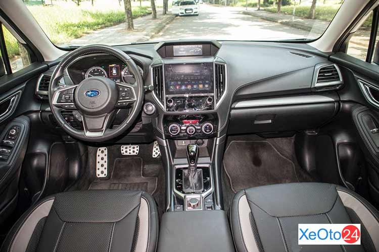 Khoang lái xe Subaru Forester 2021