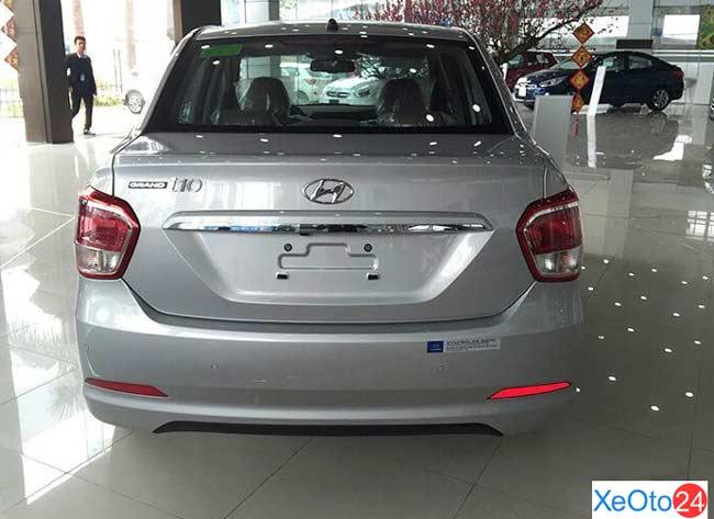 Phần đuôi xe Huyndai i10 sedan