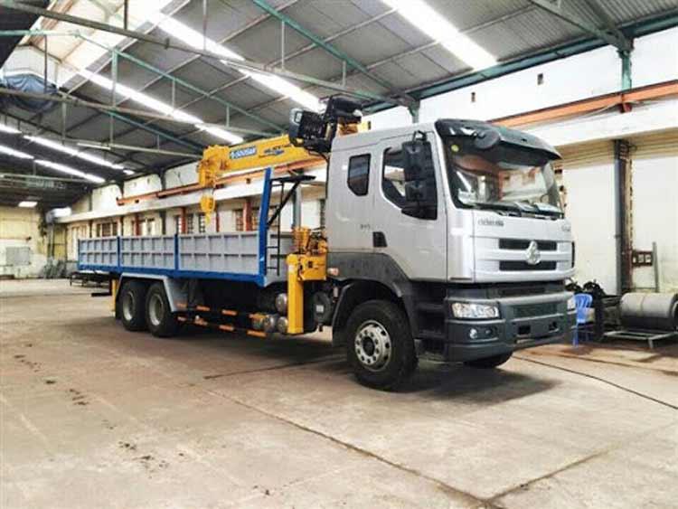 Xe tải gắn cẩu Chenglong