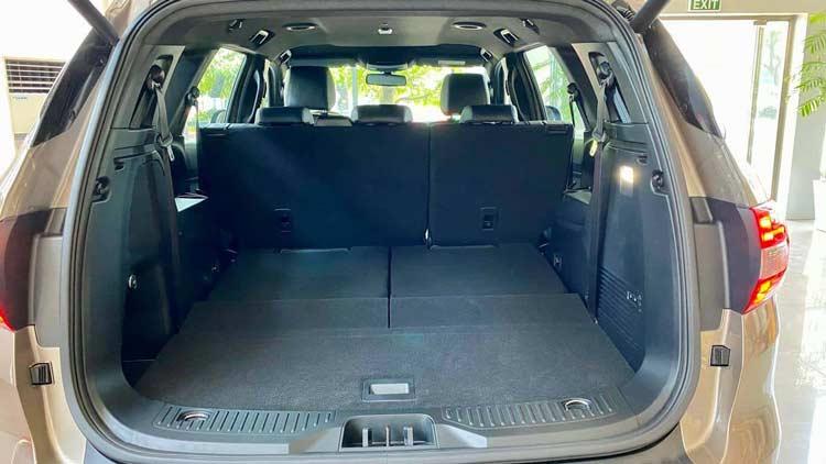 Khoang hành lý xe Ford Everest 2021