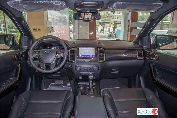 Khoang lái xe Ford Everest 2021