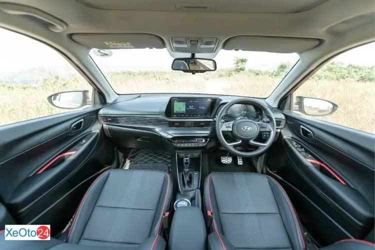 Khoang lái xe Huyndai i20