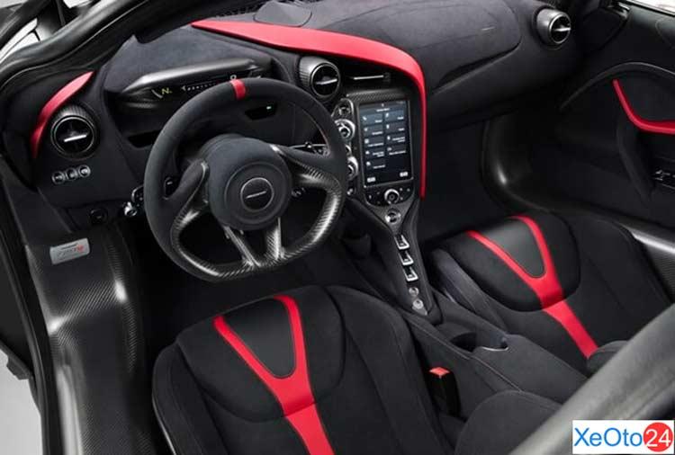 Khoang lái xe McLaren 720S