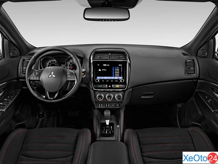 Khoang lái xe Mitsubishi Outlander sport 2021