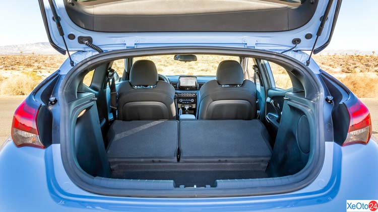 Cốp xe Hyundai Veloster 2021