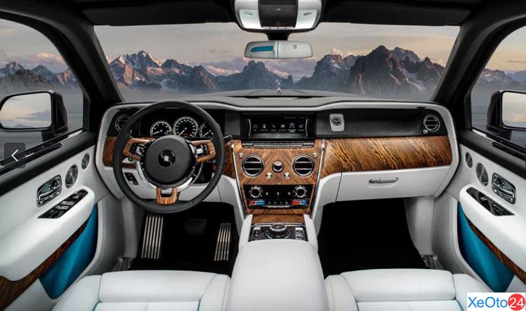 Tổng quan khoang lái của xe Roll-Royce Cullinan 2021