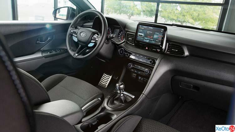 Tổng quan khoang lái xe Hyundai Veloster 2021