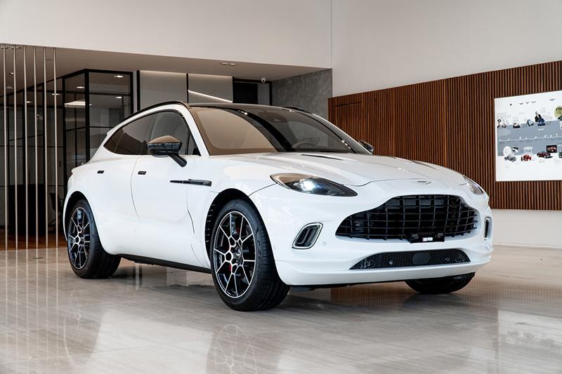 Gia-xe-Aston-Martin-DBX-2021-chinh-hang-Muaxegiatot-vn