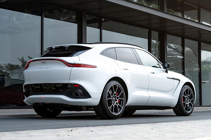 Duoi-xe-Aston-Martin-DBX-2021-chinh-hang-Muaxegiatot-vn